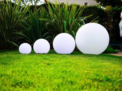 Lampe pour bassin de jardin balloon for Lampe jardin