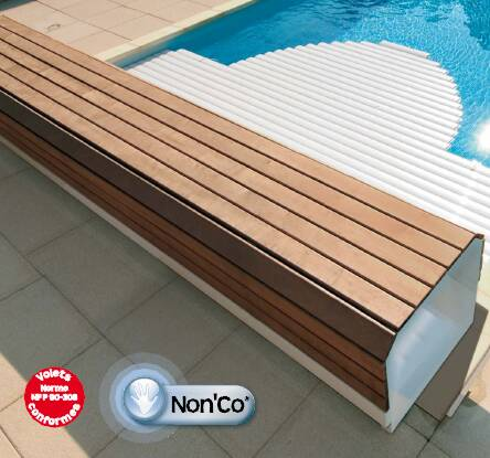 Volet automatique hors sol avec banc bois pour piscine for Piscine coque avec volet roulant integre