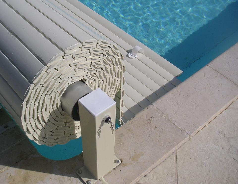 Volet automatique piscine distri roll distri roll for Rideau pour piscine