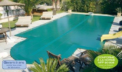 b che d 39 hiver compatible piscine desjoyaux ovoide sans escalier et avec bloc filtration. Black Bedroom Furniture Sets. Home Design Ideas