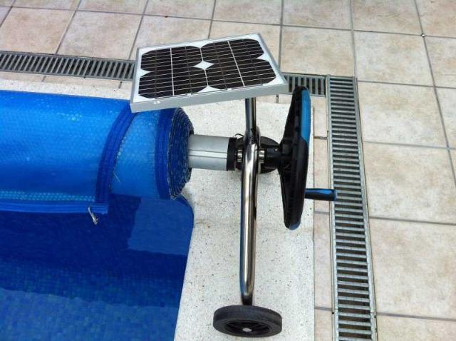 Enrouleur automatique pour b che distripool for Enrouleur bache piscine