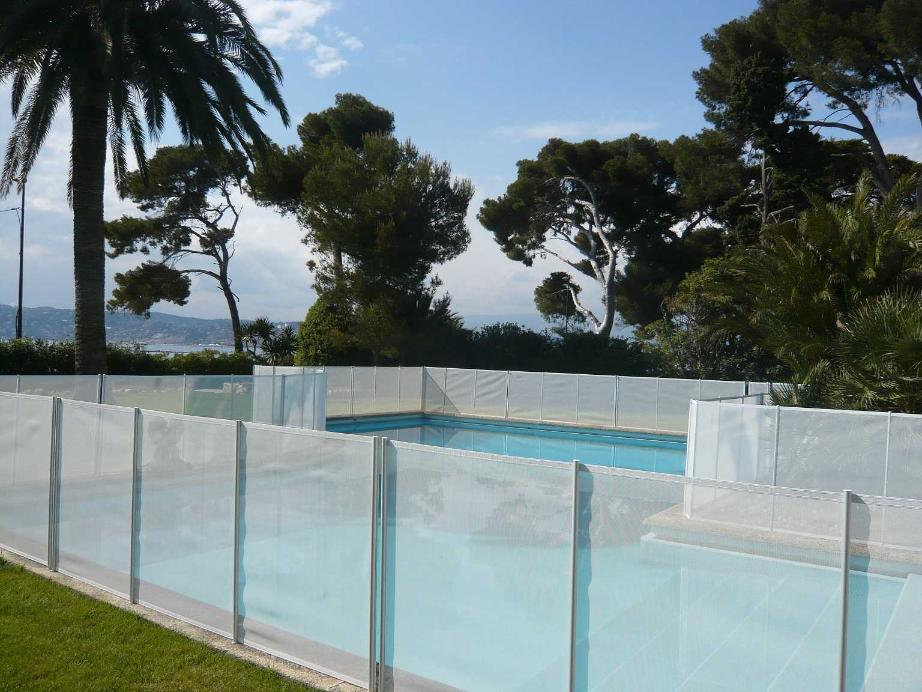 Cloture s curit beethoven prestige blanche distripool for Barriere de piscine amovible