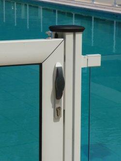 cloture-piscine-transparente-swimpark-verre-8-mm-portillon