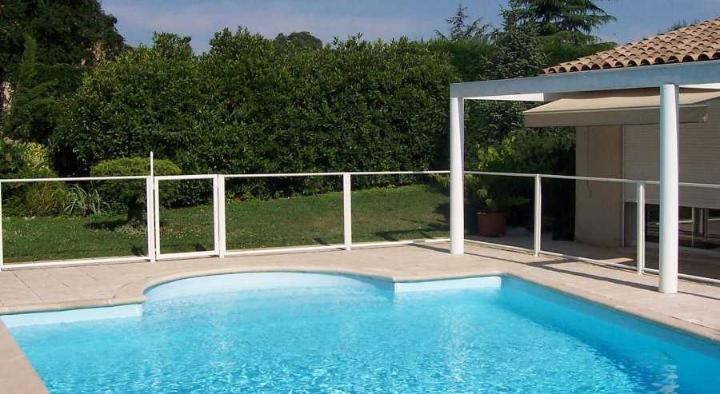 Cloture piscine transparente en verre feuillete 6 mm for Cloture de piscine