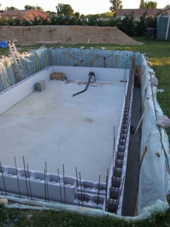 Piscine kit beton piscine ma onn e quel budget pr voir for Budget construction piscine