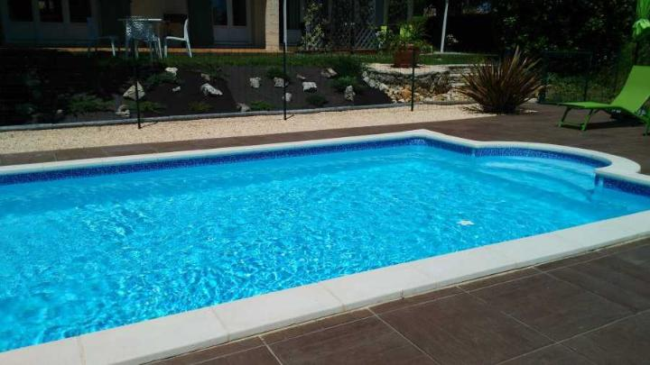 Frise piscine auto collante mistral for Frise piscine liner