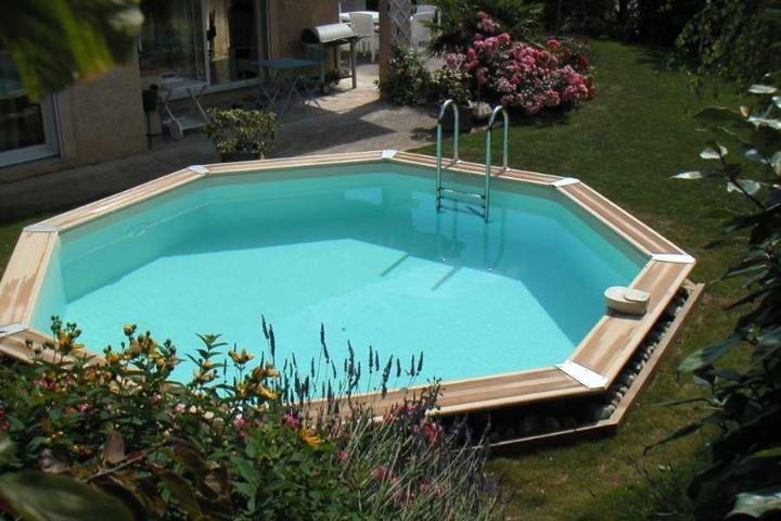 Piscine en bois oc a octogonale distripool for Piscine en bois a enterrer