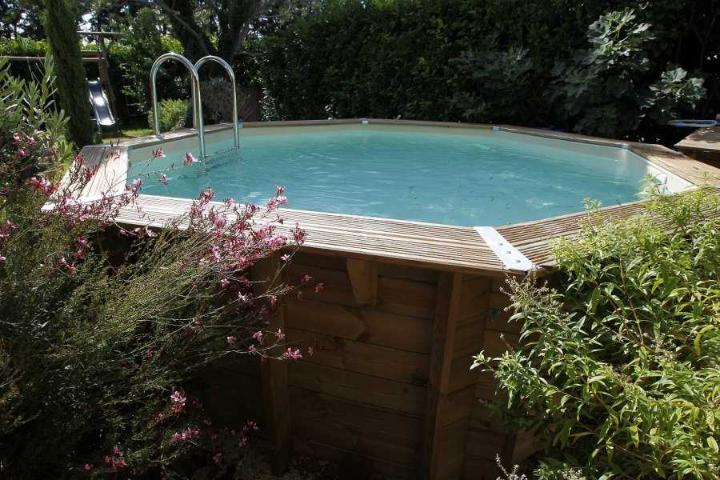 Piscine en bois oc a octogonale distripool for Piscine ubbink